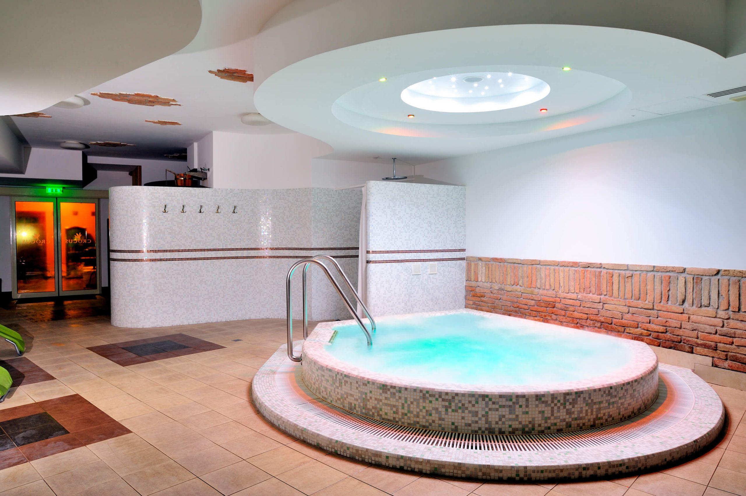 Crocus Hotel wellness & spah fürdőház